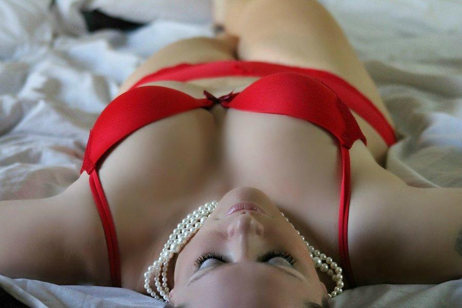 Větší prsa bez plastiky